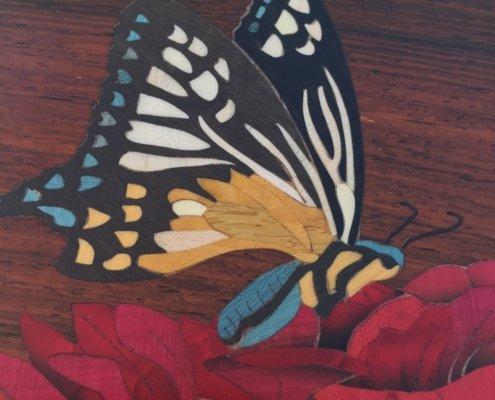Boîte à musique Papillon, décor en marqueterie, réf. P1
