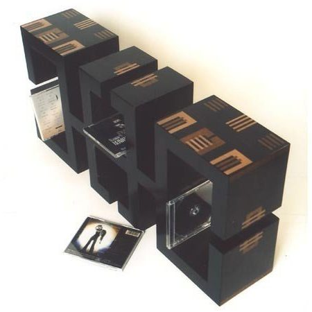 Meubles Totem range CD avec marqueteries