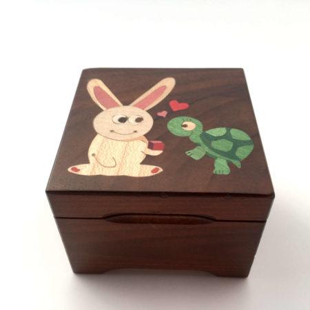 """Boîte à musique, marqueterie """"lapin et tortue"""" C28"""