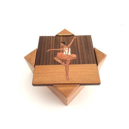 Boîte à musique danseuse étoile, décor en marqueterie, réf. p13
