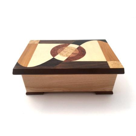 Boîte à musique Instruments de musique, rectangle, décor en marqueterie, réf. J14